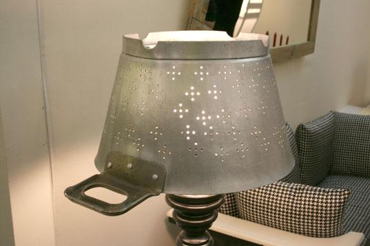Lampe de table partir d 39 une passoire recycl e design for Lampe au dessus d une table