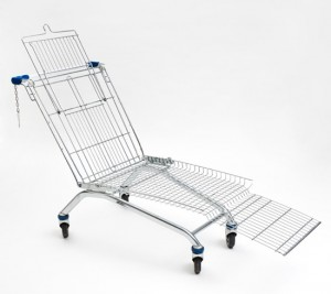 shopping cart lounger de Mike Bouchet