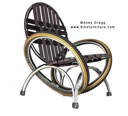 Vector, la chaise entièrement faite en pneu de vélo. Par Andy Gregg