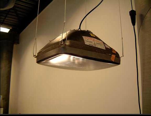 Lampe suspendue créée à partir d'un tube cathodique recyclé — TechnoScrap 2002