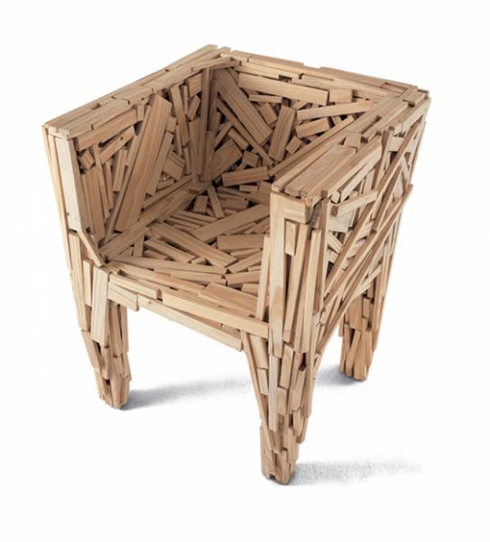 Favela Chair, fauteuil créé à partir de bouts de bois recyclés, par Humberto et Fernando Campana