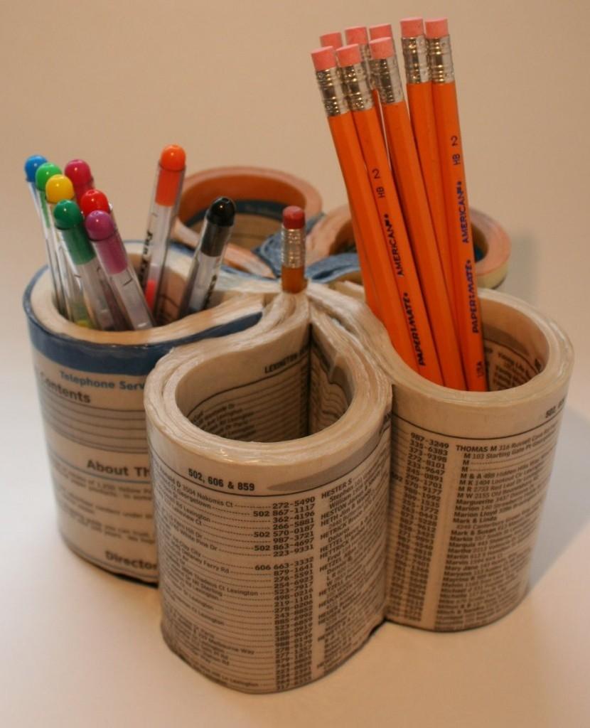Porte-crayon créé à partir d'un annuaire recyclé -  et sans passer par la phase papier-mâché