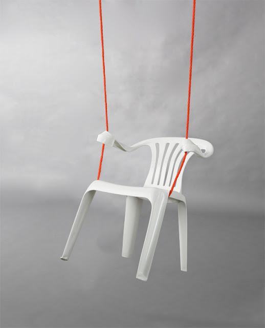 Chaise en plastique recyclée en balançoire