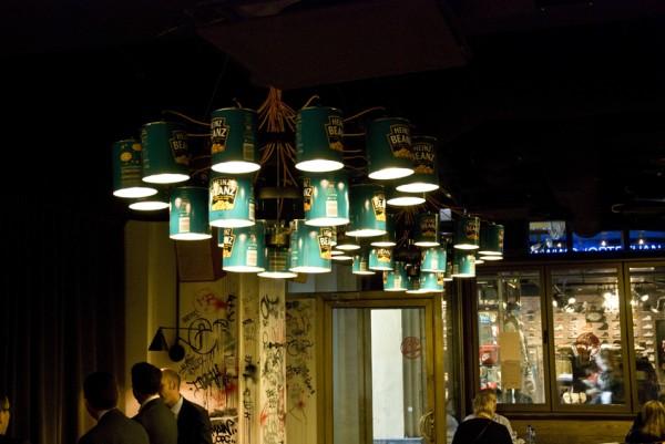 Boites de conserve recyclées en chandelier
