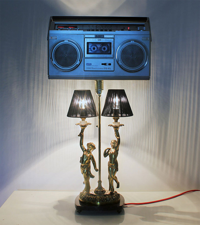 une lampe recycl e en lampe ghettoblaster integr. Black Bedroom Furniture Sets. Home Design Ideas
