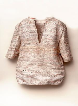 design recyclé : chemise faite en extraits de comptes bancaires recyclés