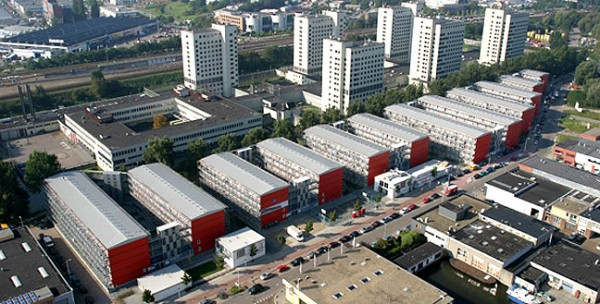 cité de containers recyclés à Amsterdam