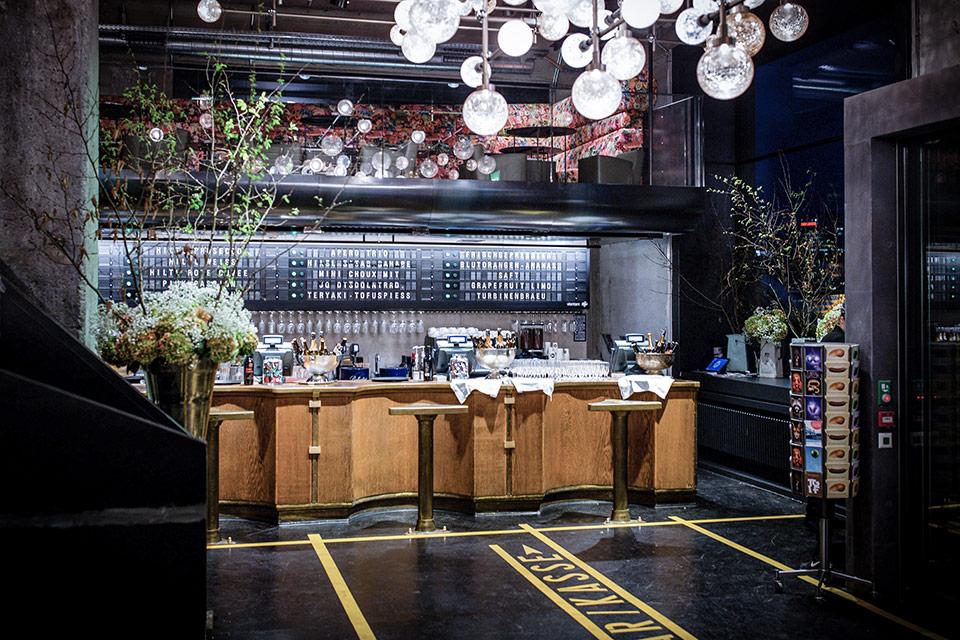 comptoir bar design maison beautiful meuble comptoir bar mtal with comptoir bar design maison. Black Bedroom Furniture Sets. Home Design Ideas