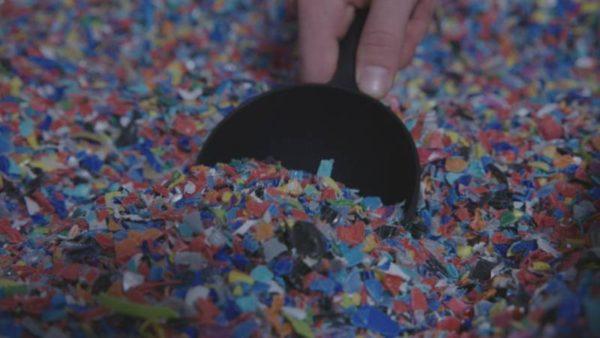 bouchons en plastique émiettés pour recyclage