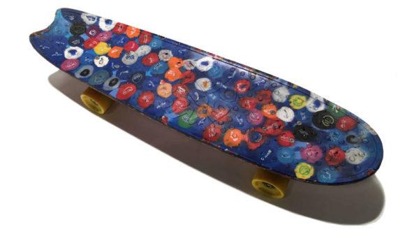 planche de skate recyclée Wasteboard. bouchons de bouteilles en plastique recyclés